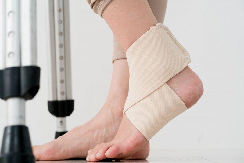 足底腱膜炎は揉むだけでは治らない?早く治す4つのポイントと治療法